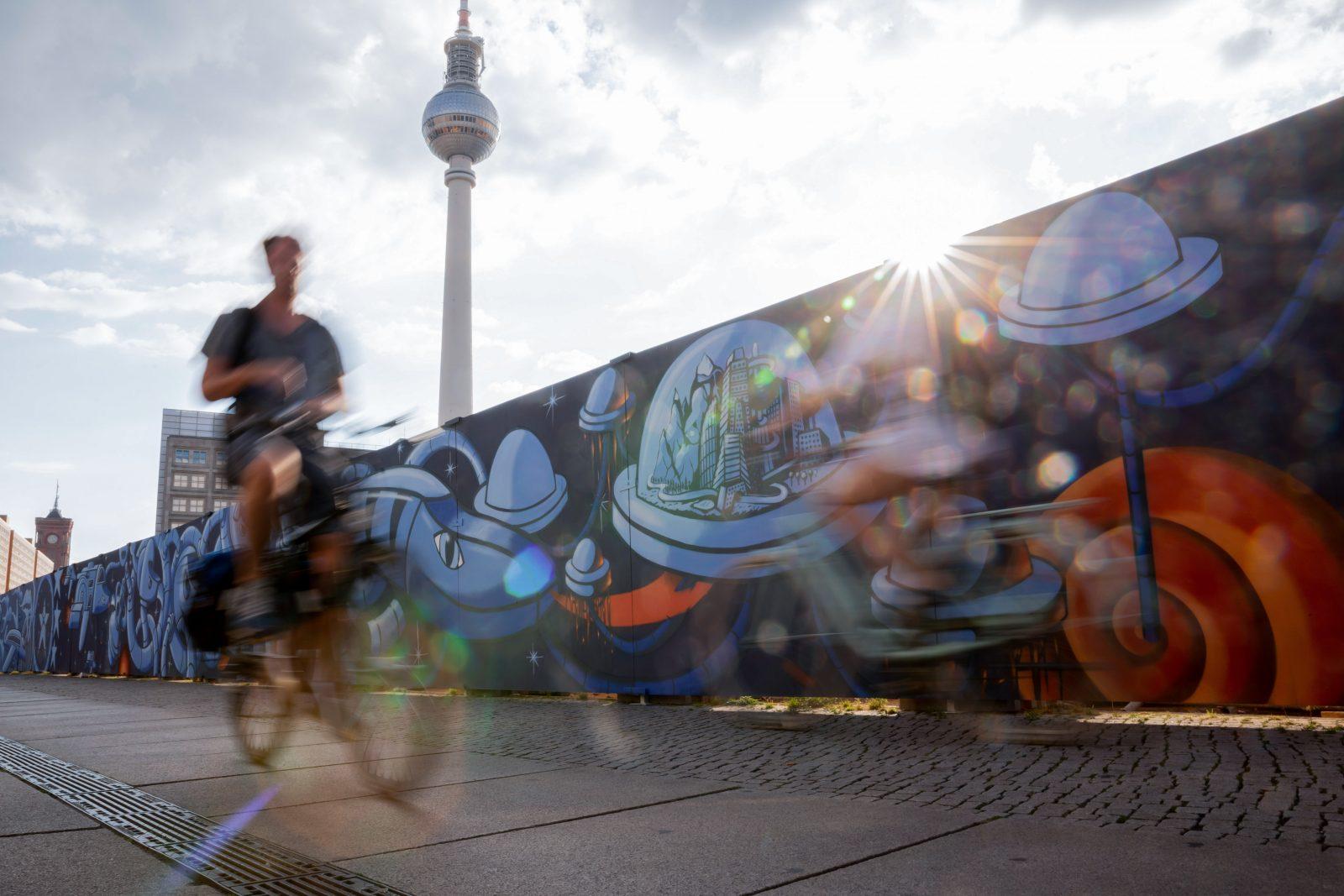Live-Fertigstellung des größten Street-Art-Projektes am Alexanderplatz